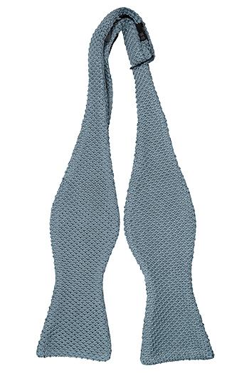 Oknuten Fluga i Stickat - Hängig modell enfärgad i isblå - Notch TAIVAS