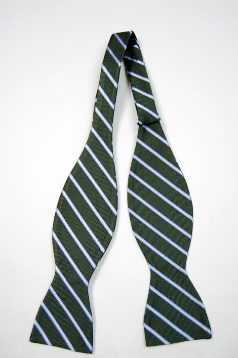 Oknuten Fluga i Siden - Grön bas och smala ränder i vitt och ljusblått