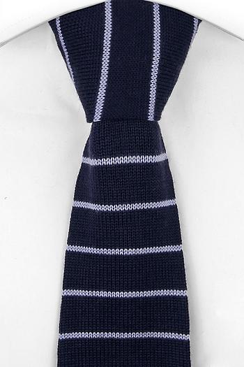 Slips i Stickat - Marinblå slätstickad ull med ljusblå ränder - Notch UWE