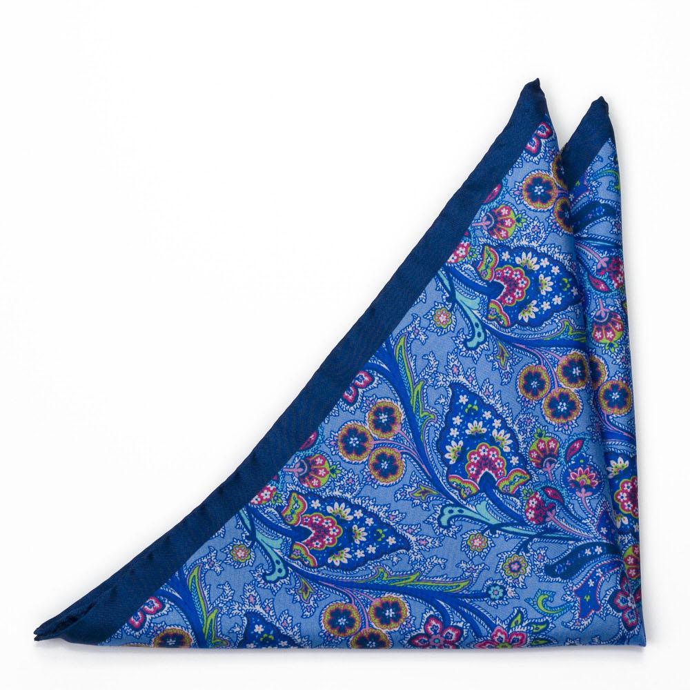 Bröstnäsduk i Siden - Surrealistiska, flerfärgade blommor på mellanblått