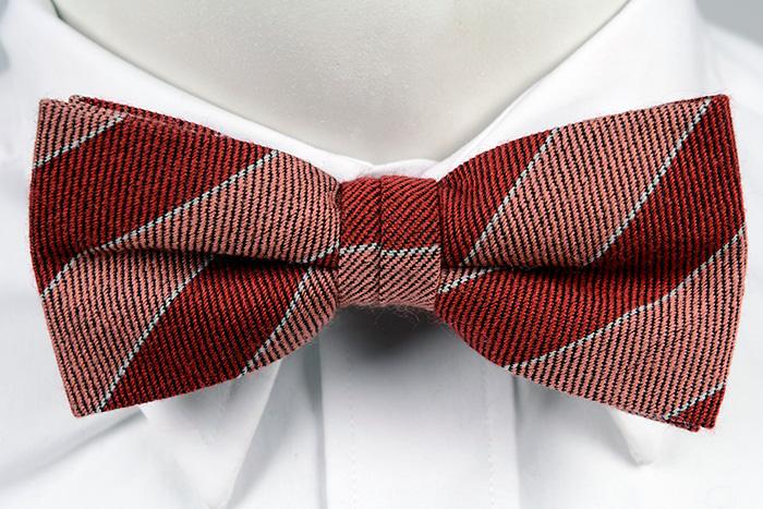 Knuten Fluga i Ull - Breda ränder i ljusrosa och rött, och smala i vitt