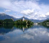 800px-Bled_island_July_2005