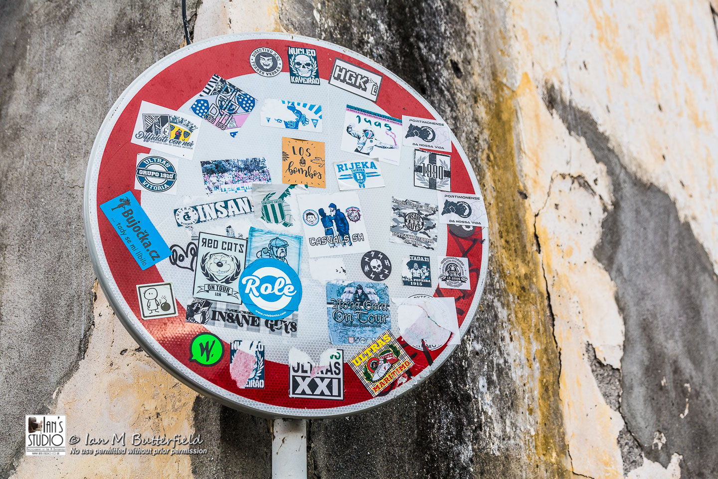 ACADEMY BITE: Lessons from the South America Cruise #5 – Road sign covered with stickers