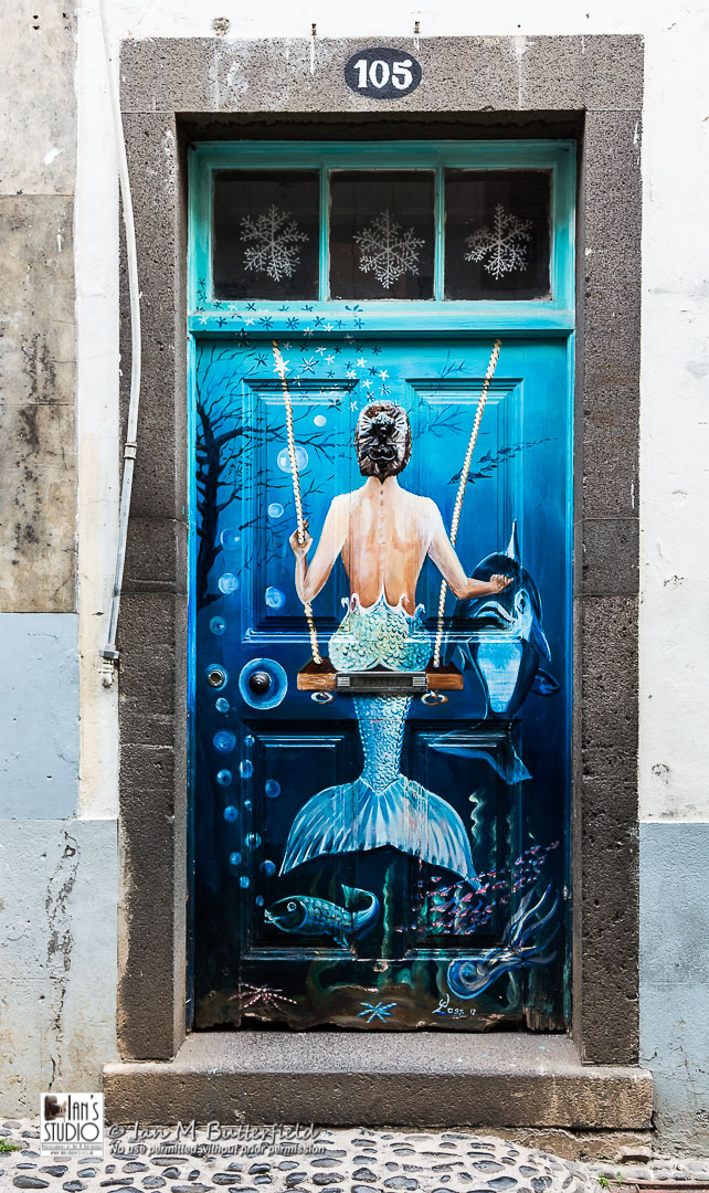 ACADEMY BITE: Lessons from the South America Cruise #6 – Painted door in the Fisherman's Quarter