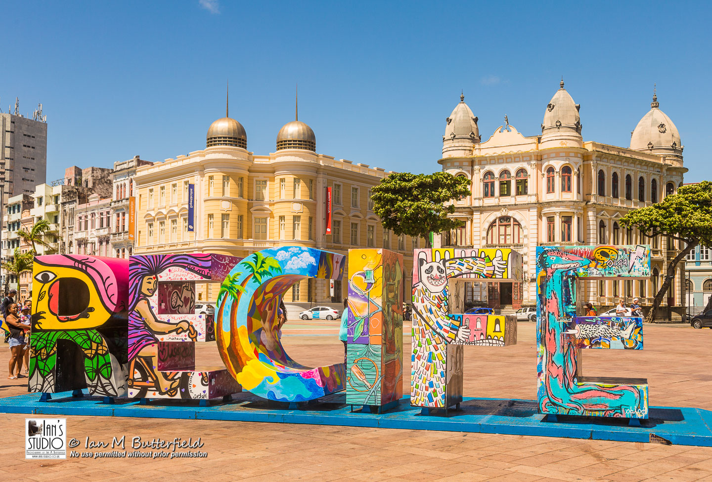 ACADEMY BITE: Lessons from the South America Cruise #19 – The Recife sign in Marco Zero square