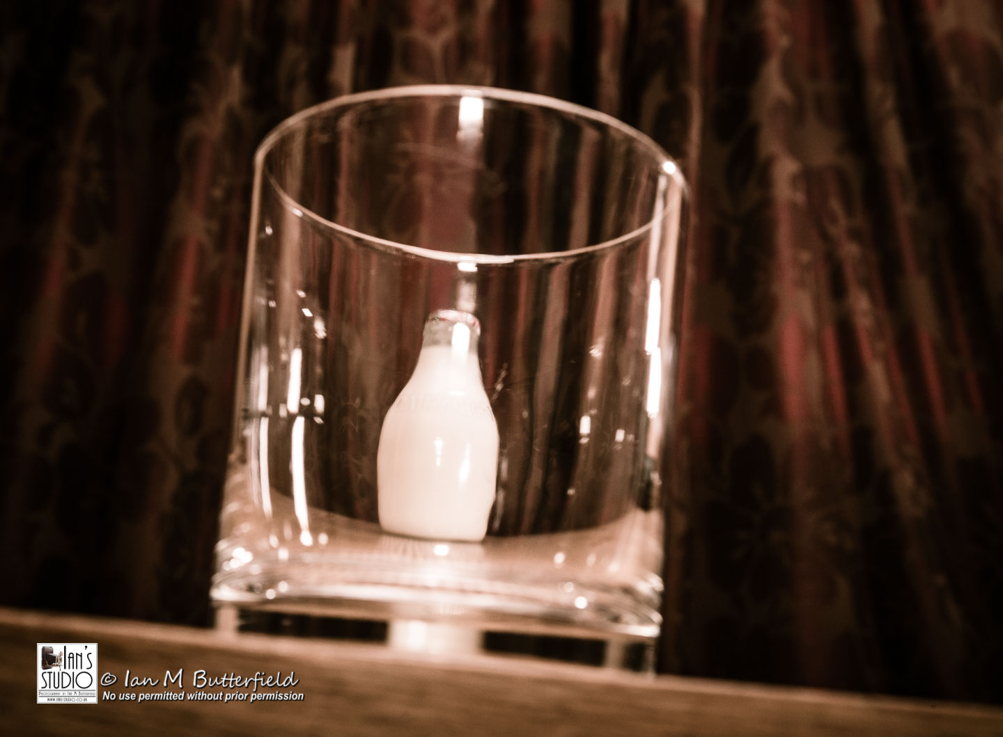 ACADEMY BITE: Photo shoots at home #4 – Putting a pint in to a half pint glass