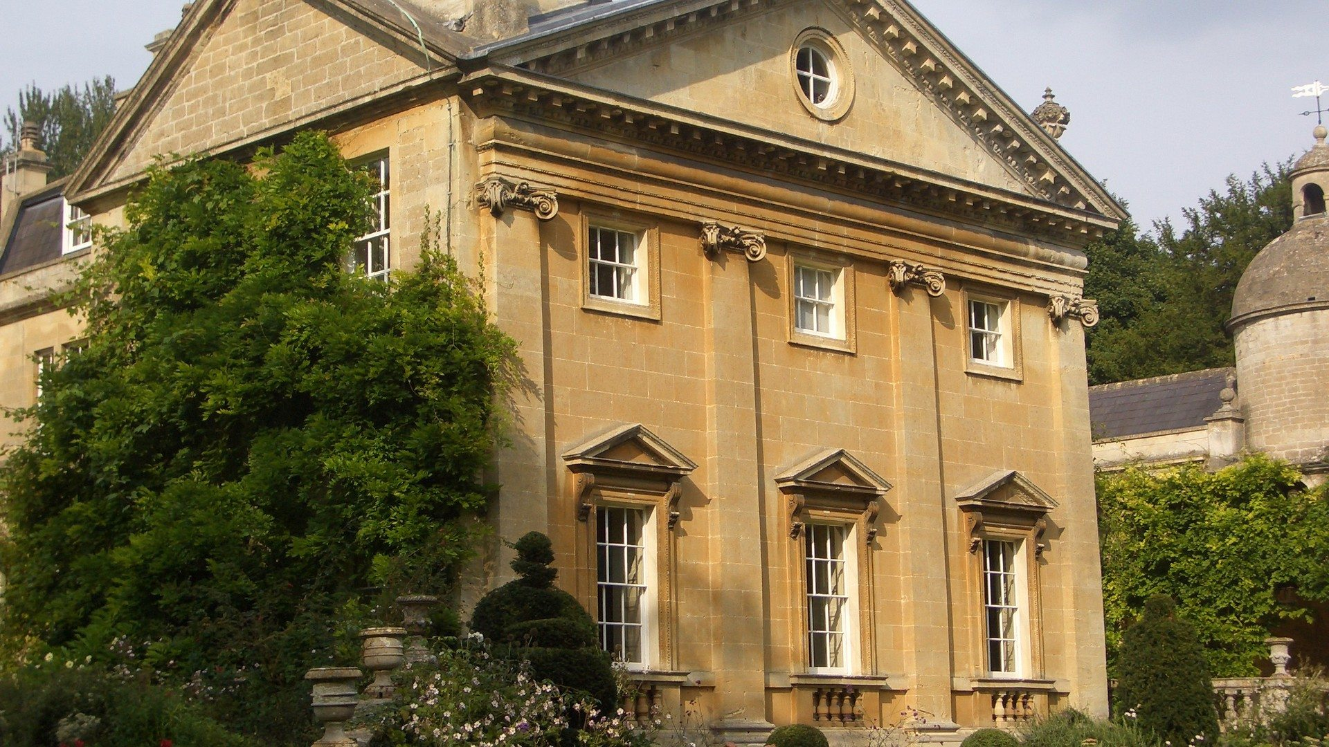 Bath-Estate-Exterior-Blandings-UK-expert-UltraVilla