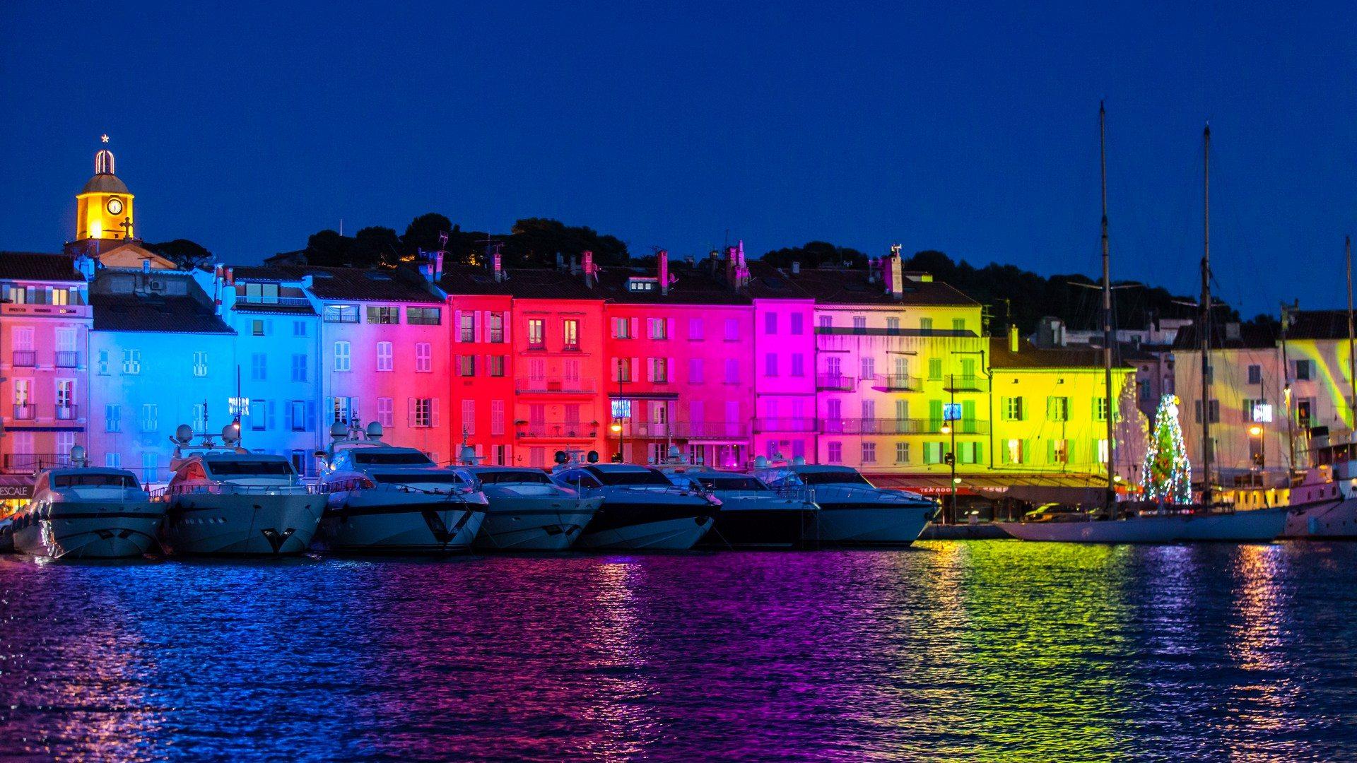 st-tropez-harbour-lights-yachts