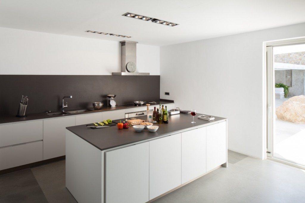WhiteKey_VillaIsaoura_Mykonos_Kitchen_01-1024x683