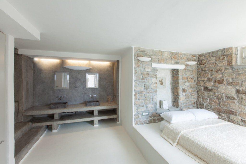 WhiteKey_VillaIsaoura_Mykonos_DownstairsFlat_SecondBedroom_WashBasins-1024x683