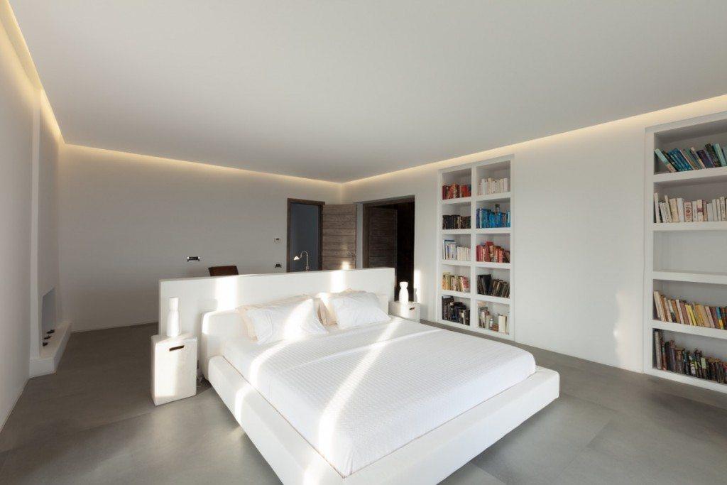 WhiteKey_VillaIsaoura_Mykonos_MainBedroom_01-1024x683
