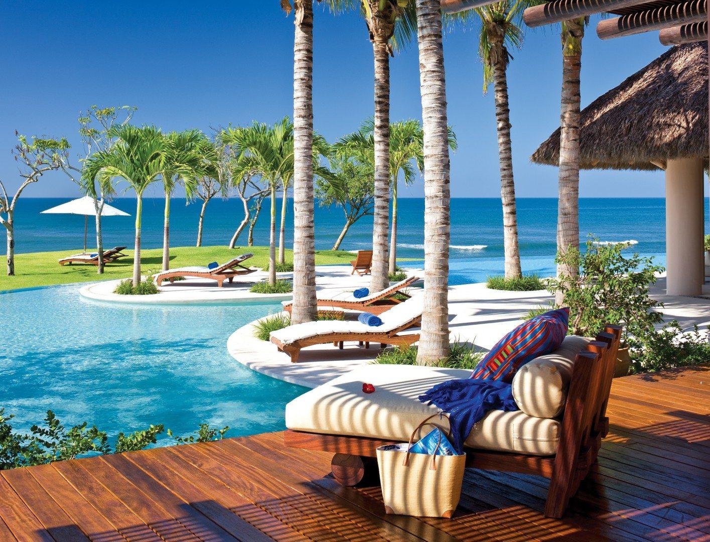 tres-soles_pool-lounge