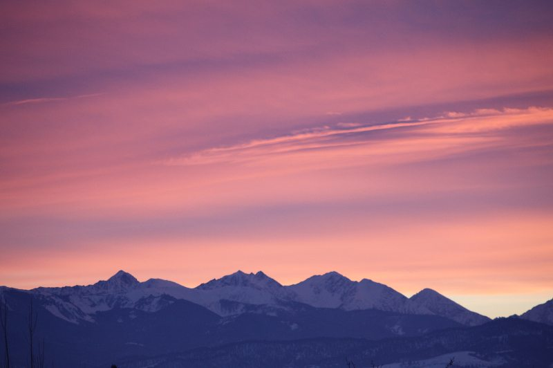 moutnainhome-montana-destination-spanishpeakssunset