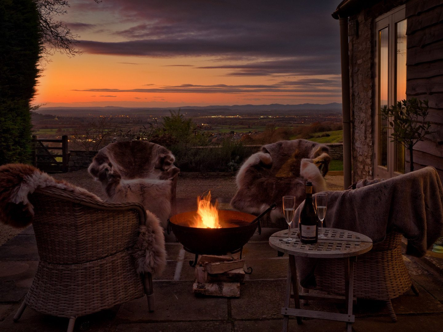 romantic-winter-bolthole-little-lodge-dryhill-cotswolds