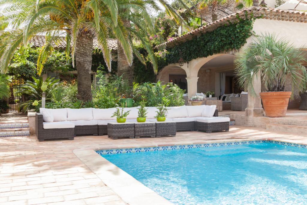 Villa-Glamour-Pool-St-Tropez-Villas-Prestige-&-Services-UltraVilla