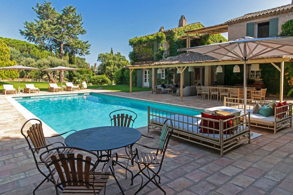 Chic-On-The-Beach-Pool-St-Tropez-Villas-Prestige-&-Services-UltraVilla