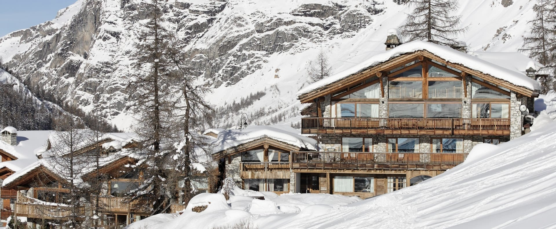 Exterior-Chalet-Le-Chardon-Val-d'Isere-Ultimate-Luxury-Chalets-UltraVilla