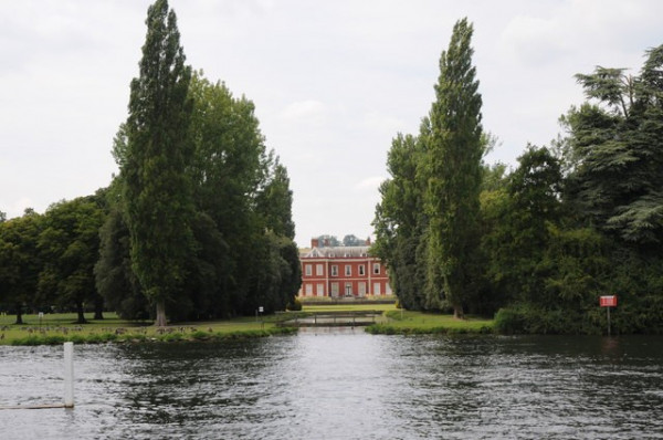 Vardags visits Fawley Court