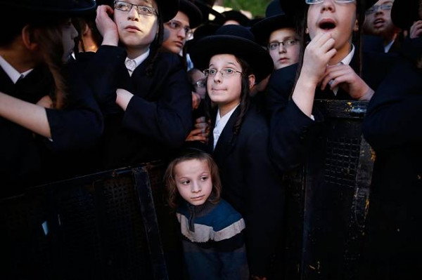 """Court orders that it is """"essential"""" for children to see father who has leftUltra-Orthodox religious community"""