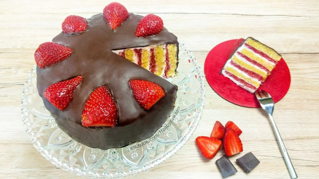 Strawberry & Chocolate Vertical Layer Cake – tutorial & recipe (vegan)