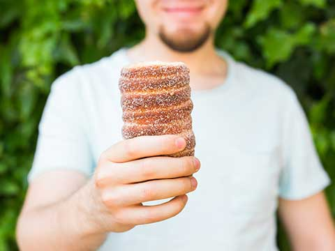 Czech voice actors love trdelnik