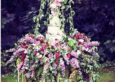 The new trend in Wedding Cakes that has us swinging with glee