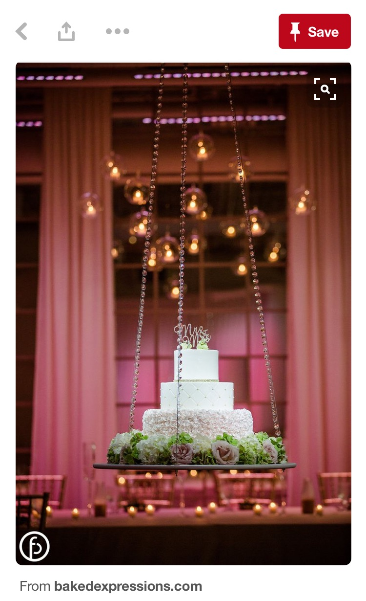 Weddingly hanging suspended cakes