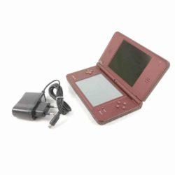 Nintendo DSi XL (Mørkerød) inkl. oplader