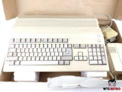 Amiga 500 med Kickstart 2.05, tastatur, mus og original kasse.