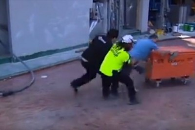 Australian Tradies Break down 2m Fence to Reclaim Tools from Locked Building Site