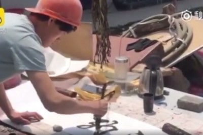 Chinese Plasterer Finds Stardom as Calligraphy Artist