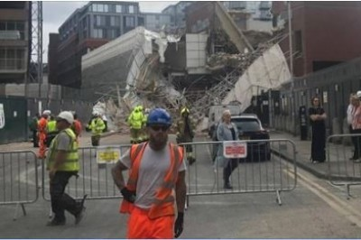Scaffolding collapses in Reading leaving people injured