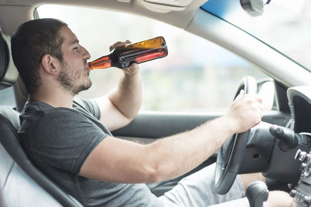 man-drinking-beer-in-car_23-2147897132