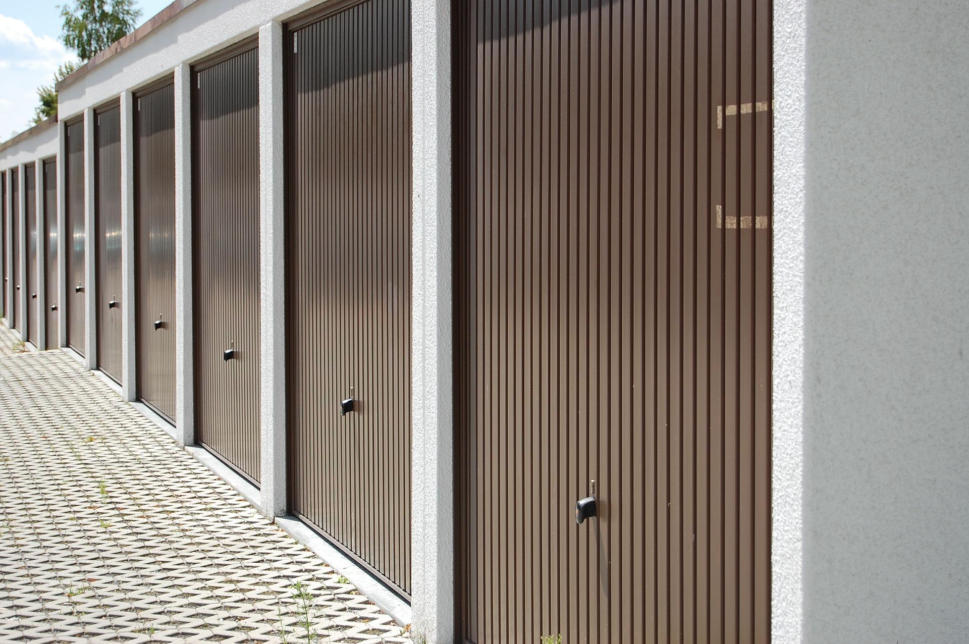 garages-428636_1920