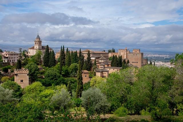 alhambra-2615842_640